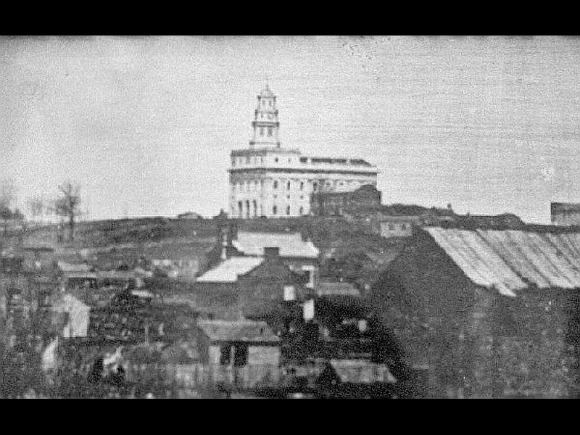How were the temple property and artifacts disposed of when the Mormon saints left Nauvoo?