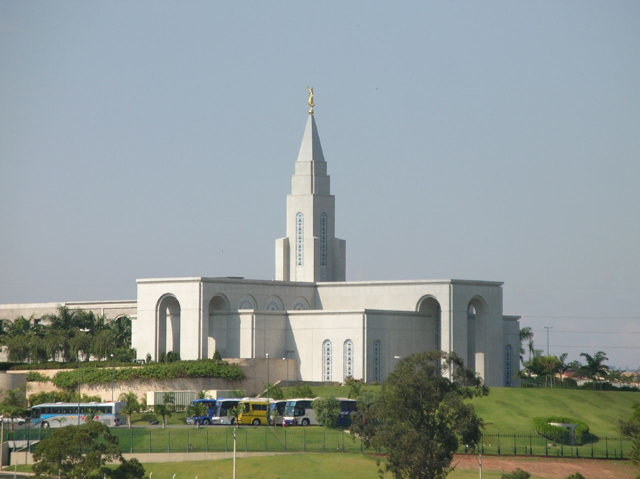 What are the requirements for marriage in a Mormon temple?